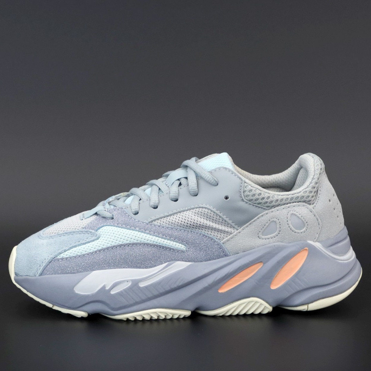 Женские кроссовки Adidas Yeezy Boost 700  (Адидас Изи Буст 700)