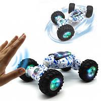 Детская трюковая машинка перевертыш Storm Climbing Car управление рукой Белая с синим