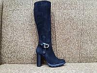 Осенние замшевые сапоги черные на каблуке