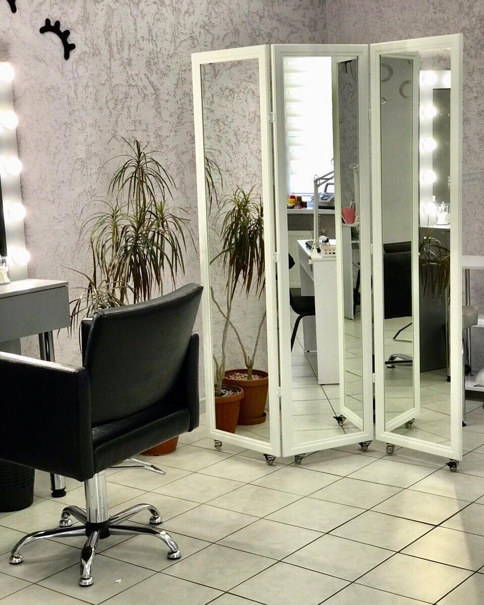 Зеркальная ширма для преграждения помещения