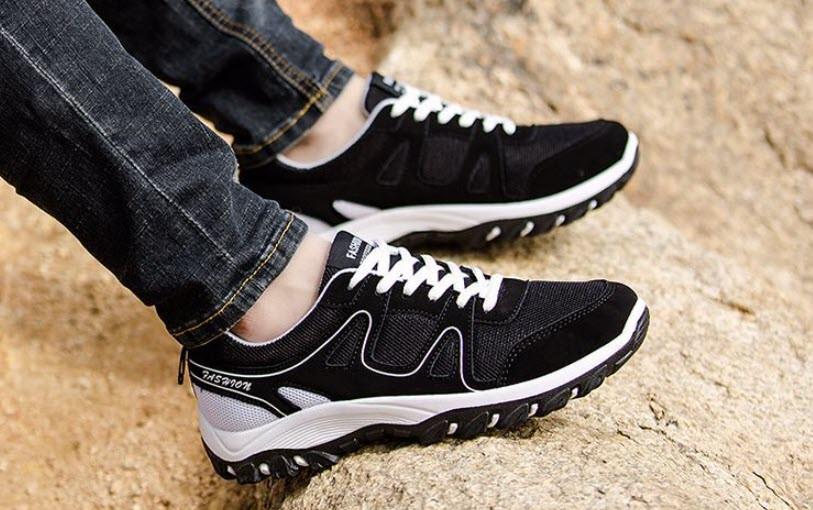 Зручні чоловічі кросівки на осінь