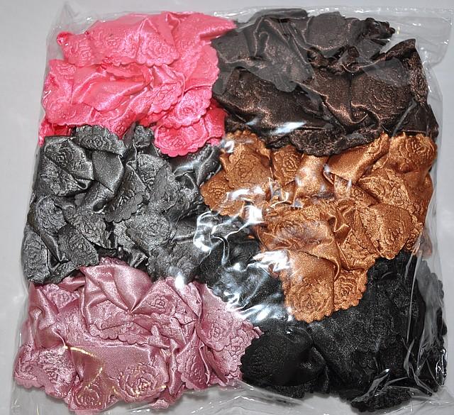 Резинка для волос с выбитой розой на ткани (12 шт)