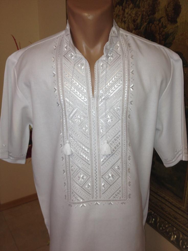 Біла чоловіча вишиванка вишита білою гладдю ручна робота - Скарбниця  Карпат- інтернет магазин виробів c5a8bac2a0cf8