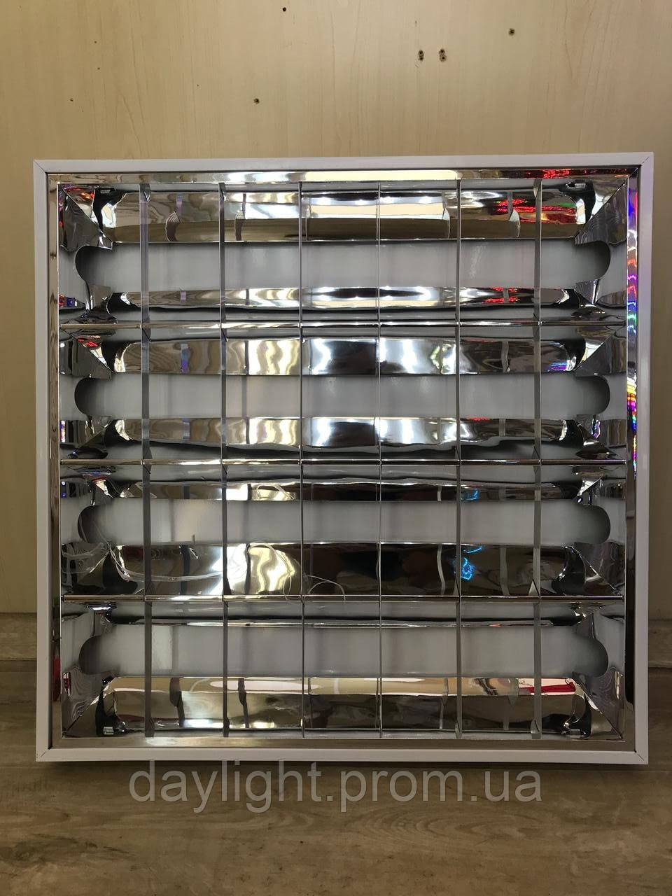 Растровый накладной светильник 600х600 под люминесцентные лампы (дросель, стартер в комплекте)
