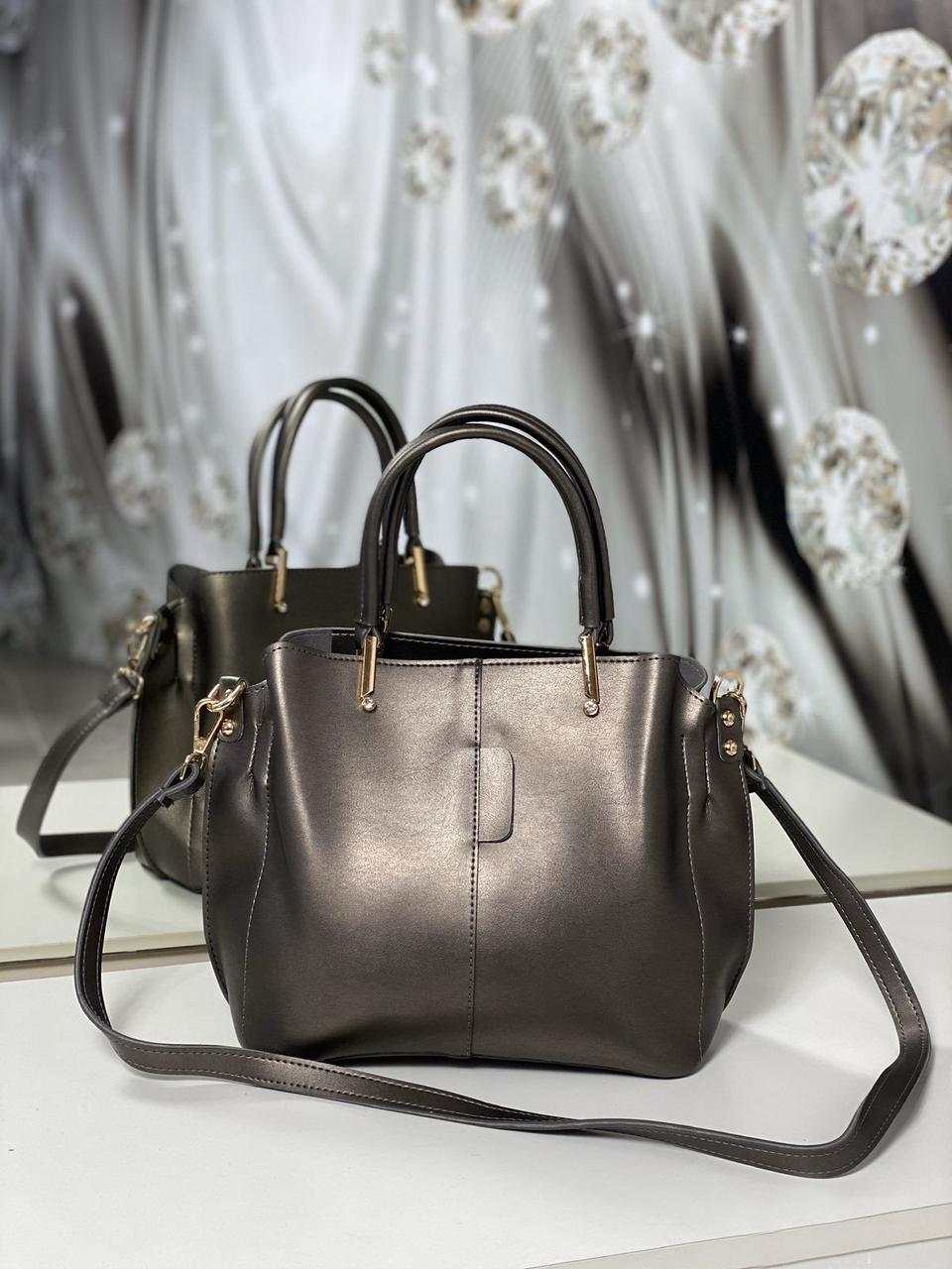 Невелика жіноча срібляста сумка на плече класична ділова сумочка екошкіра