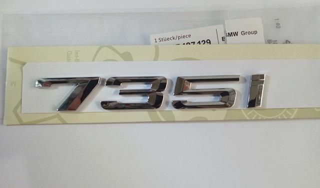 Шильдик надпись 735i на крышку багажника