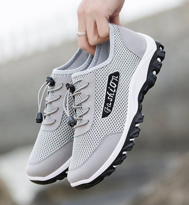 Стильные легкие мужские кроссовки на твердой подошве