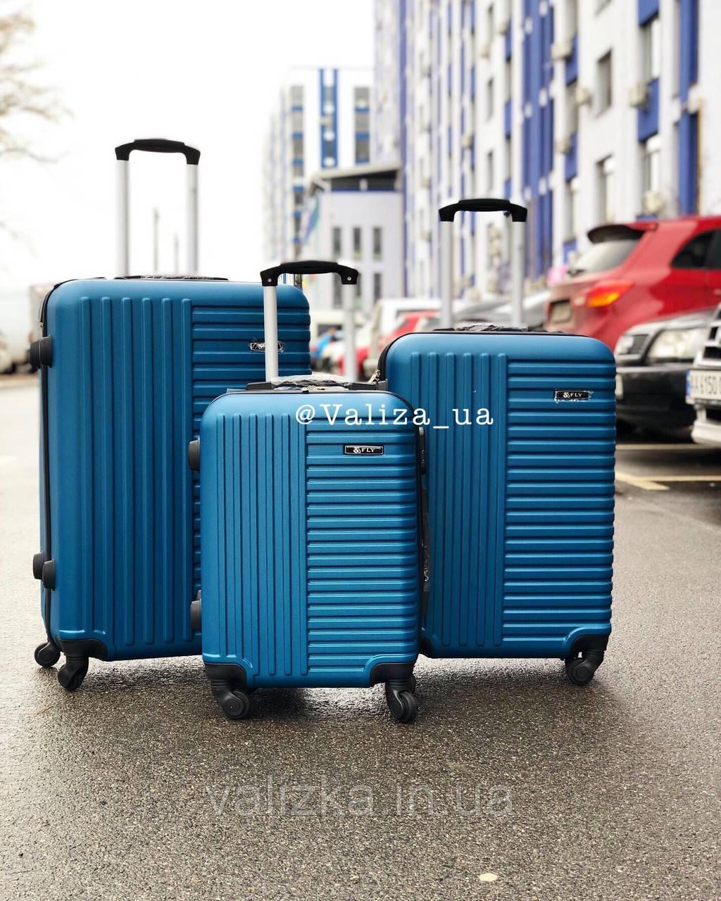 Пластиковый чемодан синий маленький ручная кладь