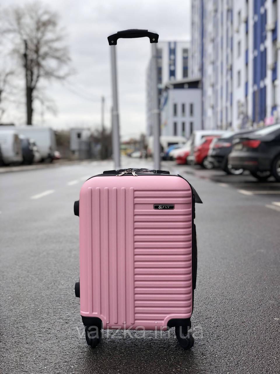 Пластиковый чемодан маленький розовый для ручной клади