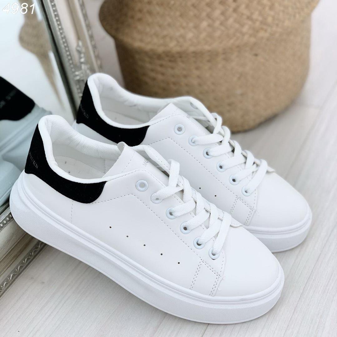 Белые кроссовки на толстой подошве женские