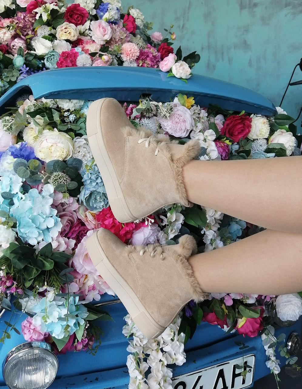 Бежевые замшевые ботинки на платформе