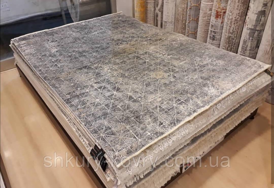 Практичный тонкий ковер в потертом стиле из бабмуковой нити