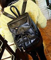 Женский кожаный рюкзак с карманами.