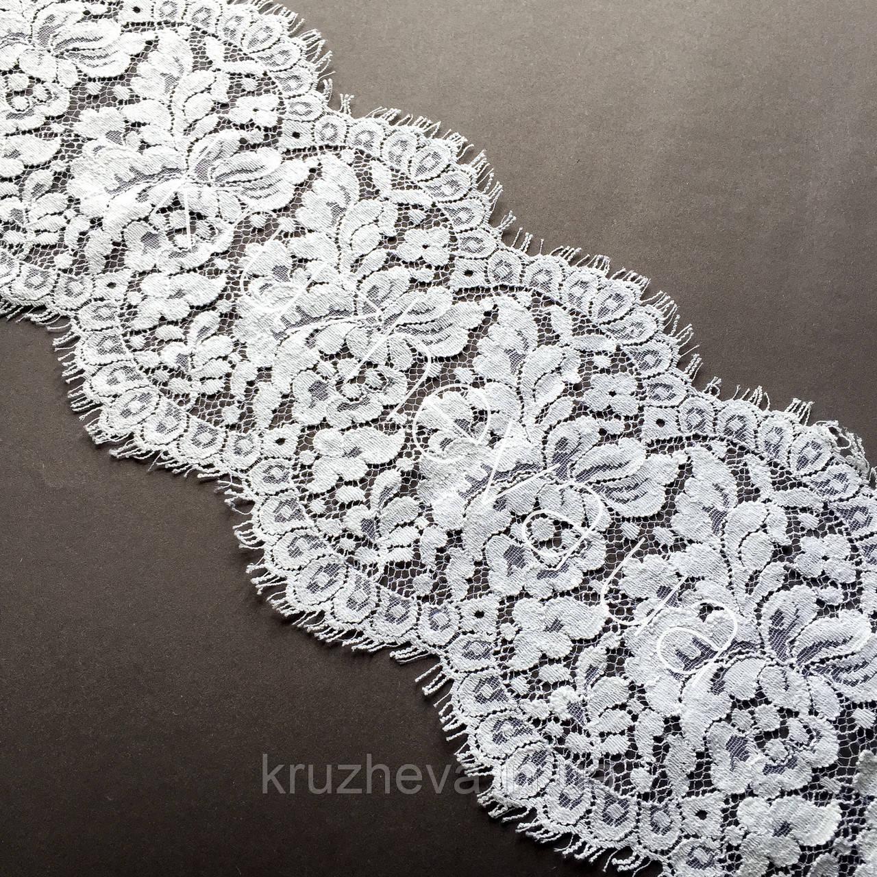 Ажурне французьке мереживо шантильї (з віями) білого кольору шириною 16,5 см, довжина купона 2,35 м.