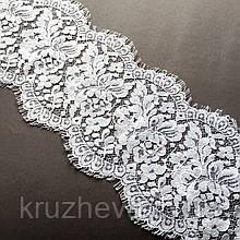Ажурное французское кружево шантильи (с ресничками) белого цвета шириной 16,5 см, длина купона 2,35м.