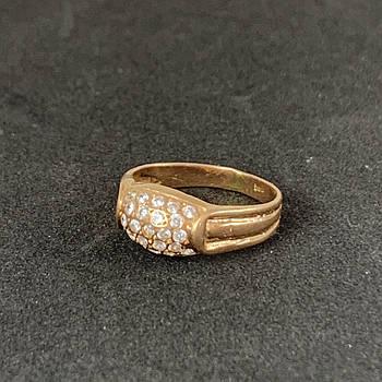 Золотое кольцо 585 пробы б/у с фианитами, вес - 2,57г, размер - 17