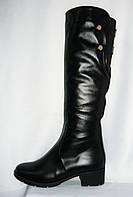 Молодежные женские зимние черные сапоги на низком каблучке из натуральной кожи