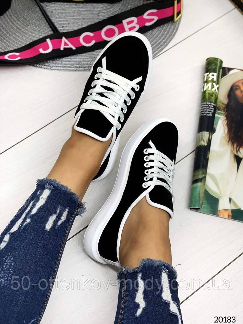 Женские кеды Converse на шнуровках черные из натуральной замши на белой подошве
