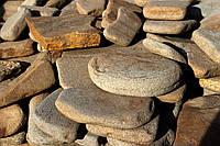 Камень окатанный песчаник коричневый