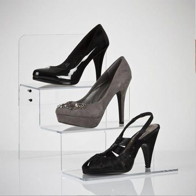 Подставка рекламная из акрила для обуви