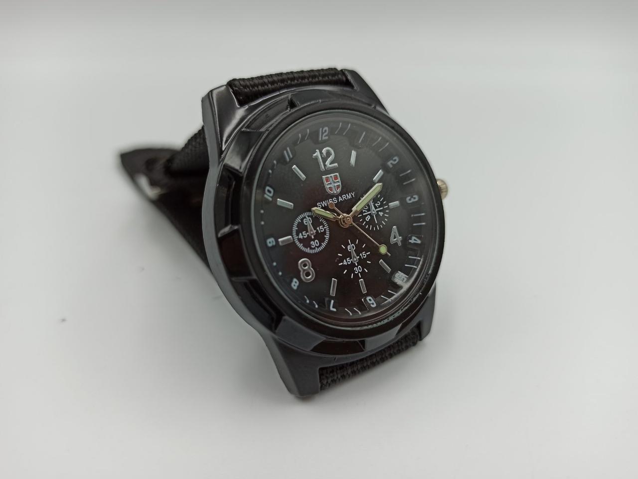Мужские наручные часы Swiss Army черные