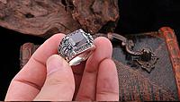 Мужское серебряное кольцо перстень Корона красный циркон