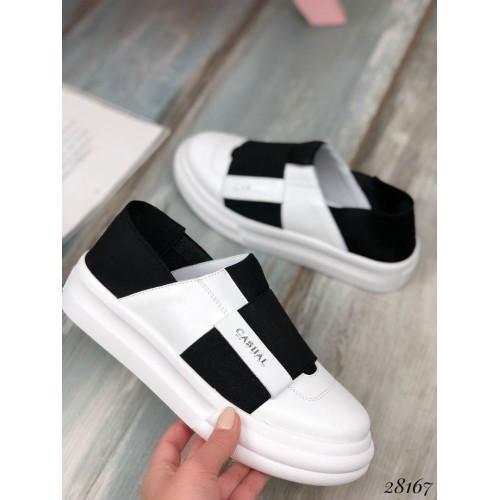 Спортивные женские туфли