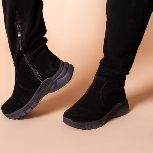 Жіночі чорні замшеві чоботи на чорній підошві. Індивідуальний пошив.