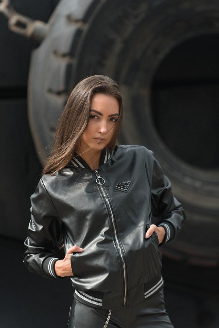 """Кожаная женская куртка-бомбер """"S"""" с карманами и манжетами"""