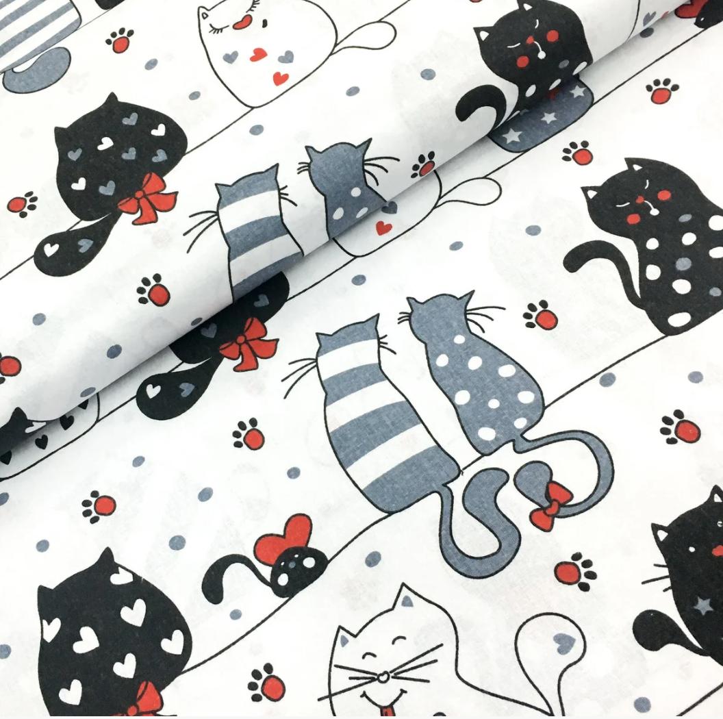 """Польская хлопковая ткань """"мартовские коты c красными лапками на белом"""""""