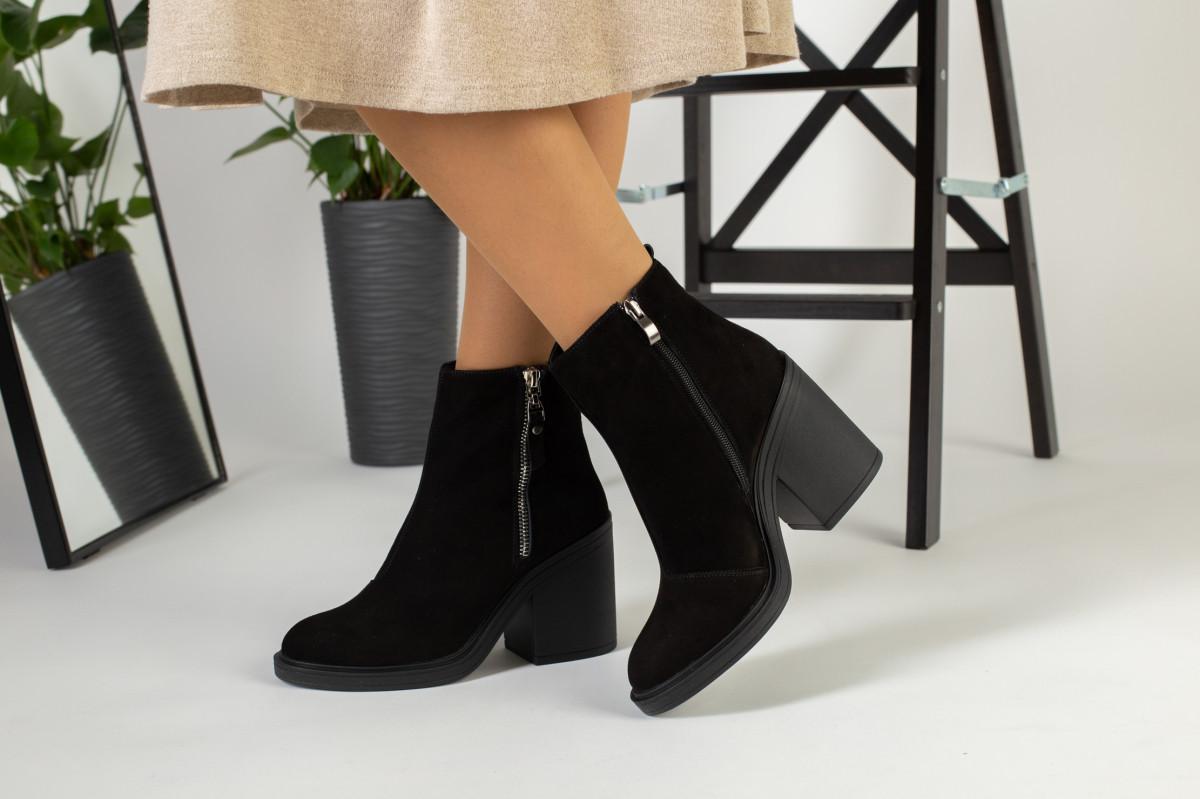 Зимние женские ботинки, замшевые, черные, на меху, с замочками, на небольшом устойчивом каблуке