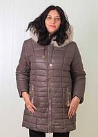 Стильная зимняя куртка с воротником из натурального меха большого размера