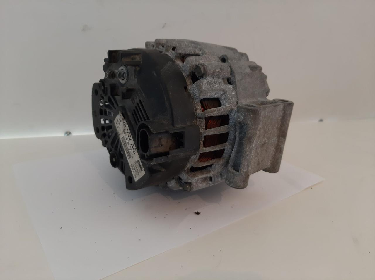Генератор Volkswagen Passat CC 2.0 TSI 2012 гг 06J903023C