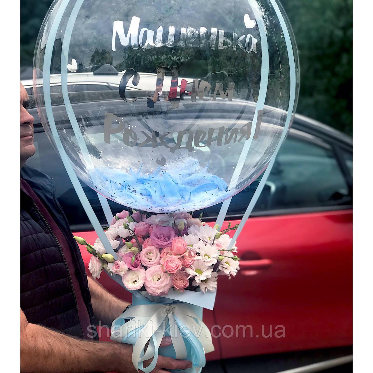 Букет в  шляпной коробке с цветами и Шар Баблс с индивидуальной надписью и перьями