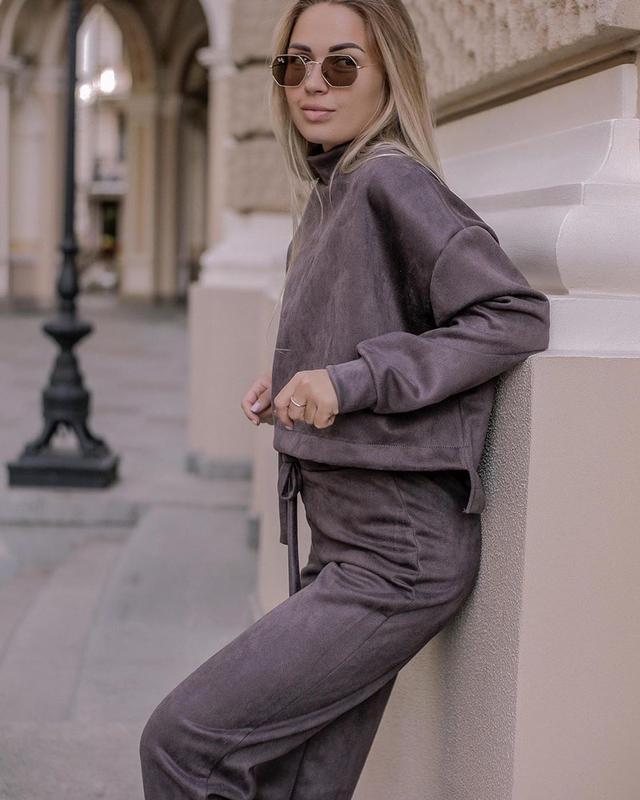 Стильний замшевий костюм двійка топ з довгими рукавами і штани
