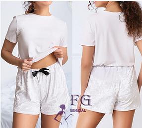 Велюровые шорты белого цвета