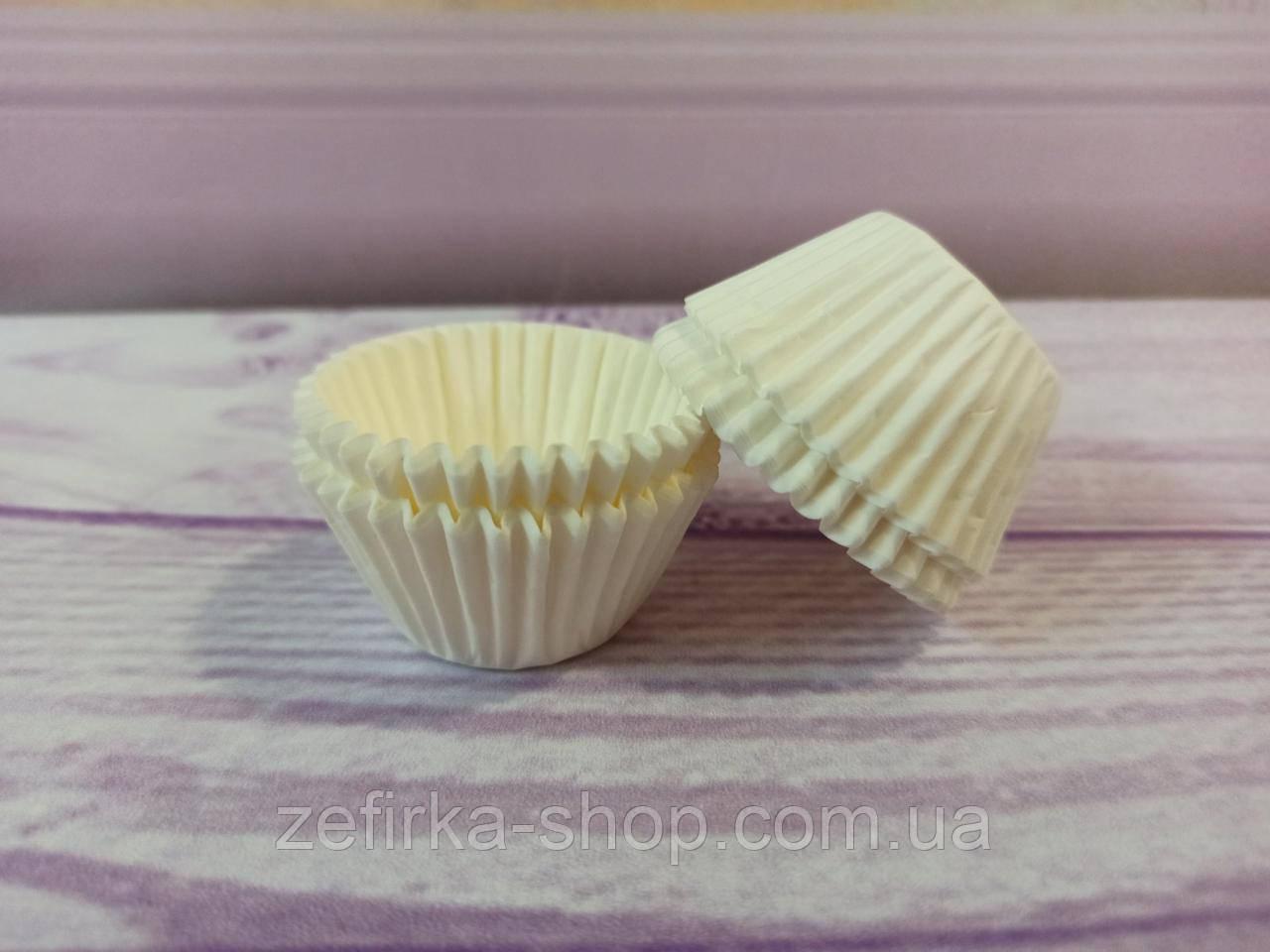 Бумажные формочки для конфет, кейк- попсов белые