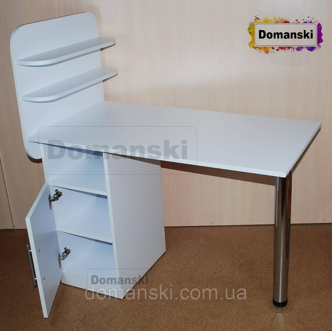 Маникюрный стол с дверцей, тумбочка.