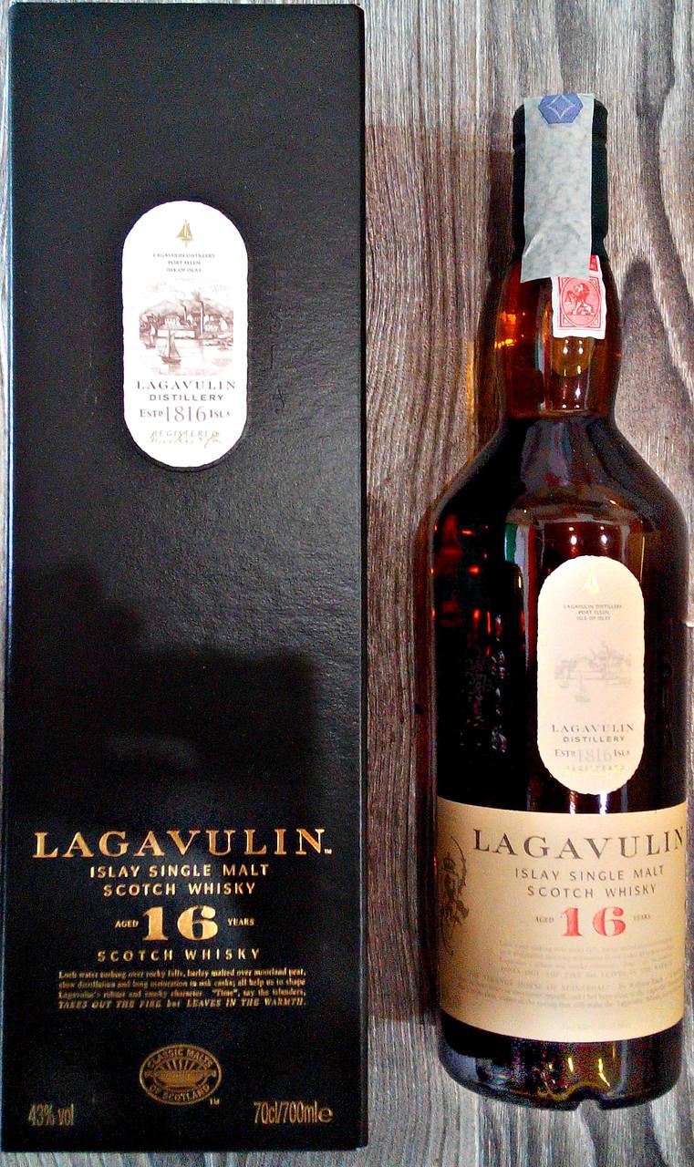 Шотландский островной односолодовый торфяной виски Lagavulin 16 лет выдержки в подарочной упаковке 0,7л