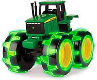 Игрушка John Deere трактор Monster Treads со светящимися колесами Tomy (46434B)