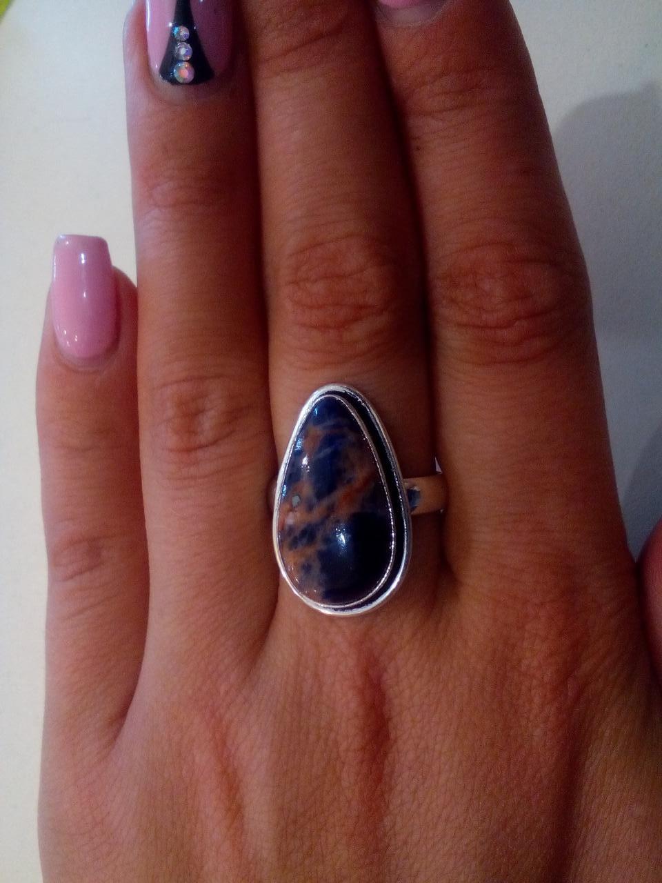 Кольцо с натуральным камнем содалит в серебре. Размер 18,4. Индия