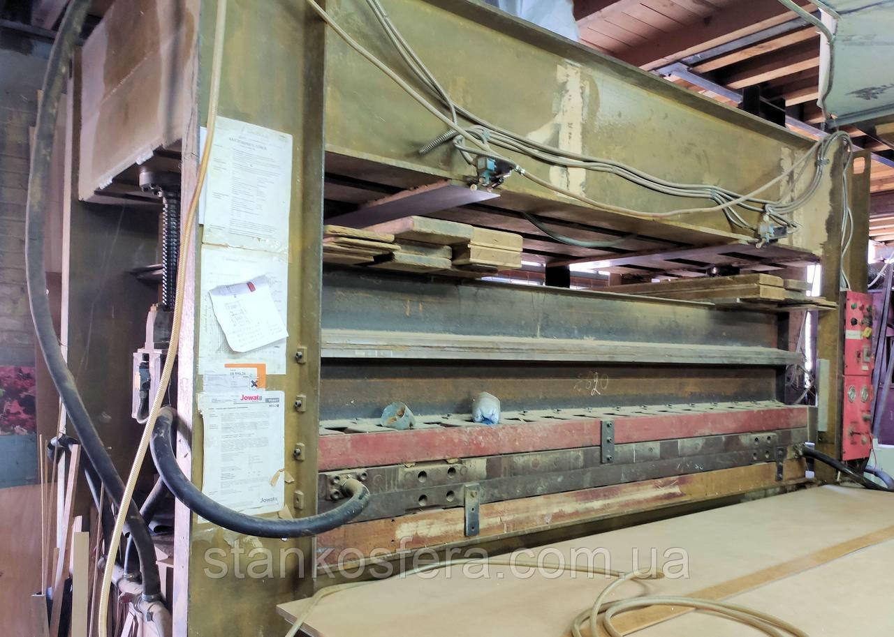 Горячий пресс бу для склеивания древесины и фанерования с усилием прессования 260т