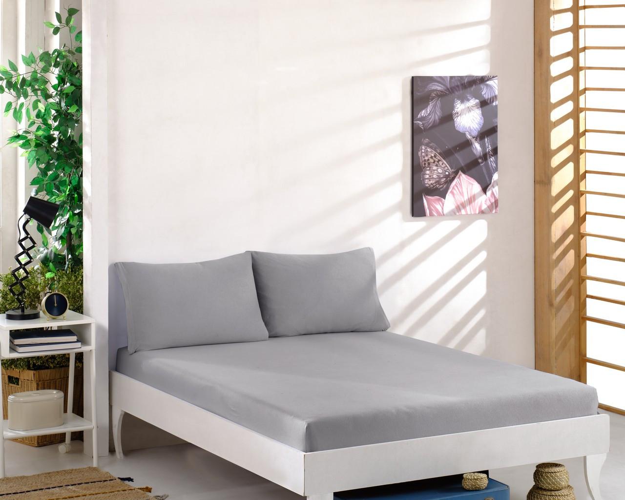 Простынь трикотажная на резинке спальное место  160 x 200 см с 2 наволочками 50*70 см Цвет Серый