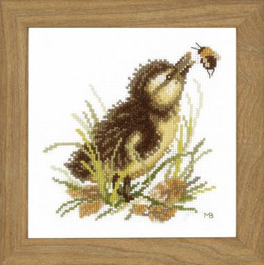 Набор для вышивки крестом Lanarte PN-0146977 «Утенок и шмель»