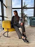 Вязаный женский костюм с брюками клеш и удлиненной кофтой с воротником 83101103, фото 2