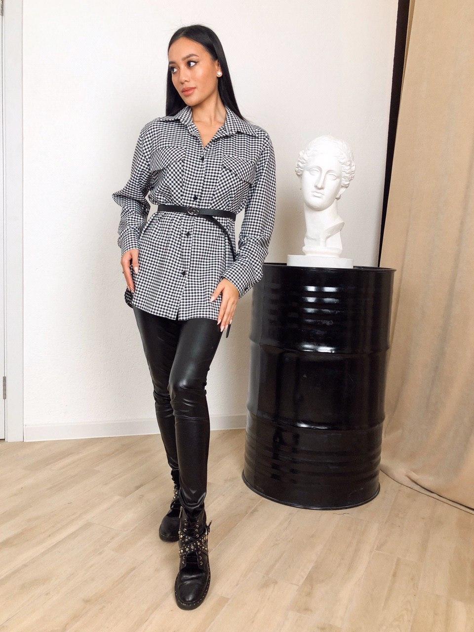 Удлиненная женская рубашка в черно-белую клетку 22ru397