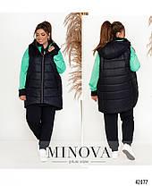 Женский модный спортивный костюм 3-ка с удлинённой стёганной жилеткой с 50 по 64 размер, фото 2
