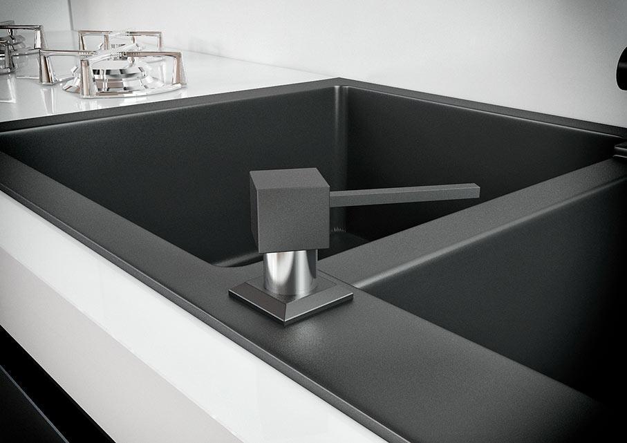 Дозатор для кухонного миття Kaher Lando чорний