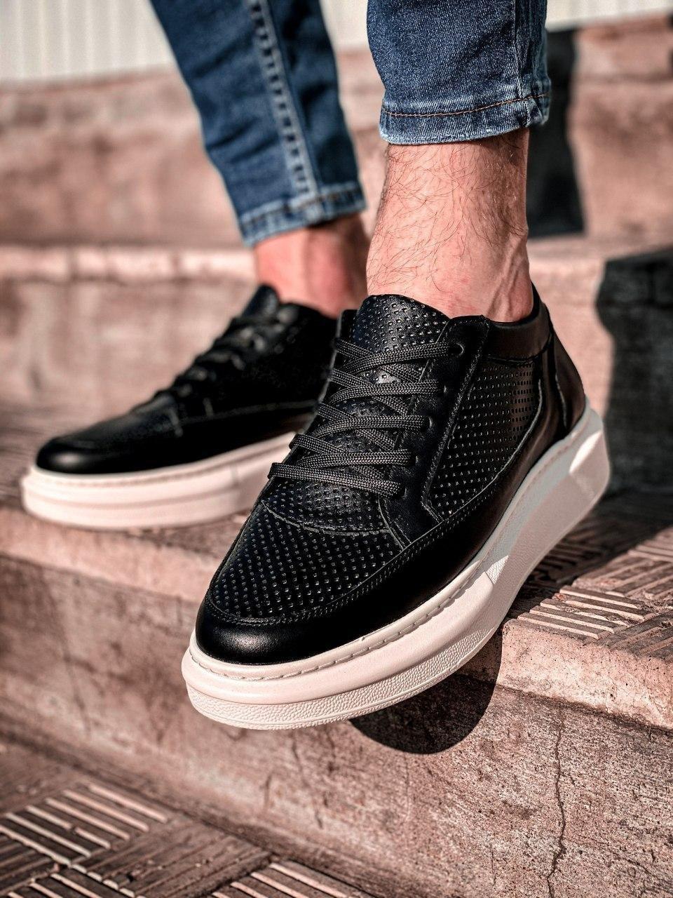 Мужские кроссовки перф кожаные черно-белые 6730