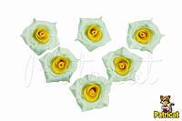 Роза мятная с желтыми серединками из фоамирана, диаметр 2 см 10 шт/уп